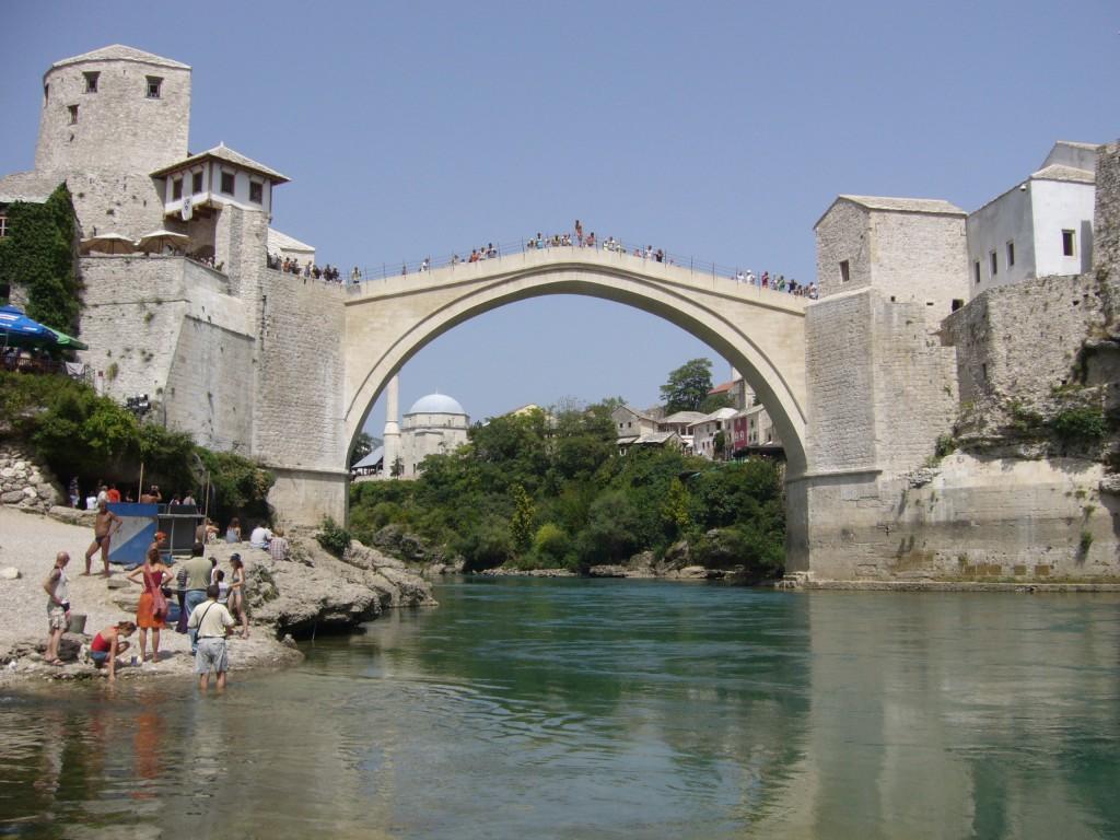 الجسر أعيد بناؤها في موستار