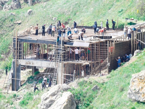 This photo of construction going on in the Yaylata archaeological protected area has been circulating Bulgarian social networks over the weekend.