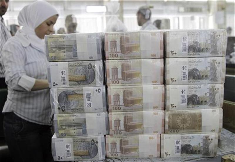 New Syrian currency notes are seen on display at the central bank in Damascus