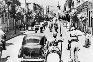 The fall of Damascus to the Allies, late June 1941. A car carrying the Free French commanders  enters the city. They are escorted by Vichy French Circassian cavalry (Gardes Tcherkess).